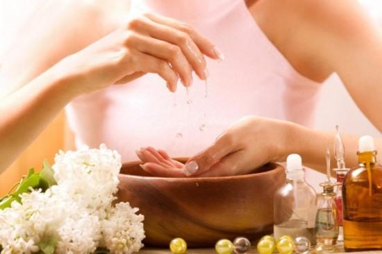 Ванночки для ногтей в домашних условиях: основные рекомендации и эффективные рецепты
