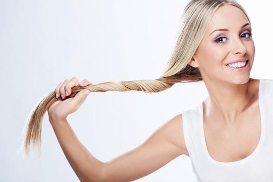 Касторовое масло положительно сказывается на росте волос