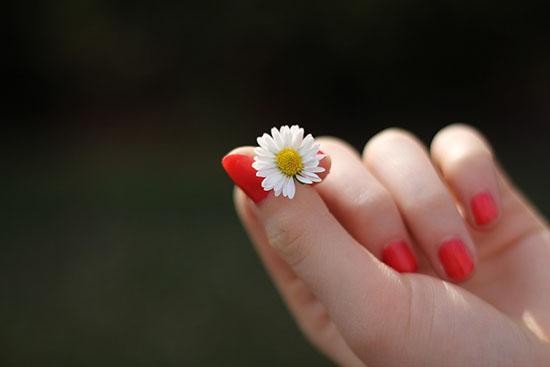 почему ногти слоятся