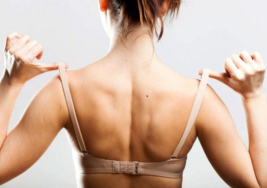 Как уберечь кожу груди от растяжек?